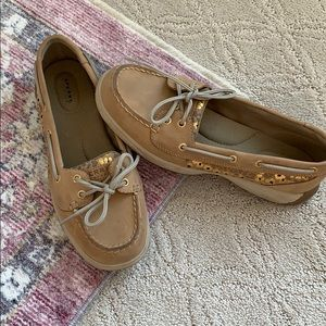 Speery tan shoes